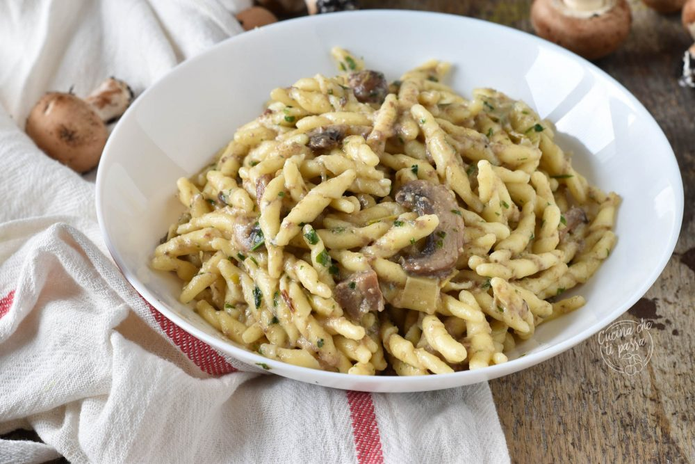 Pasta funghi e gorgonzola trofie