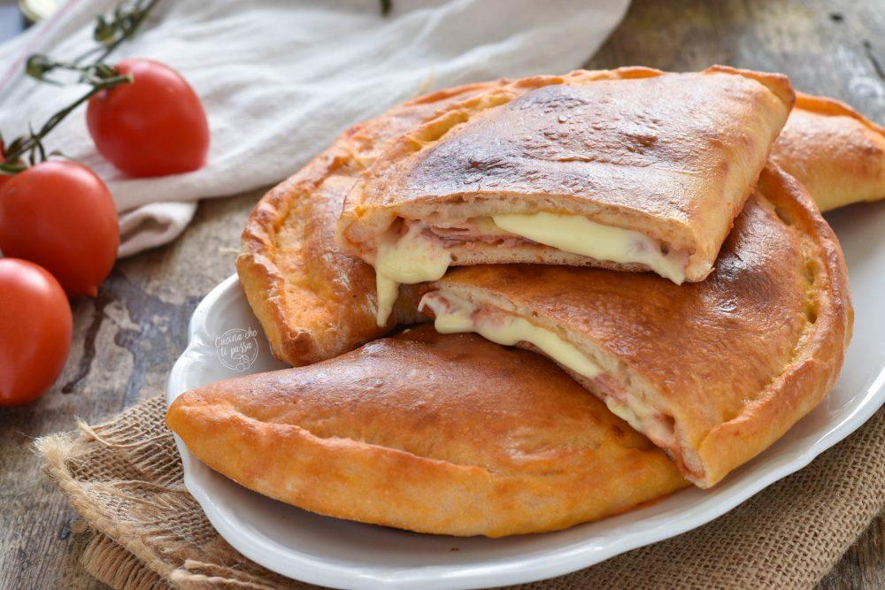 Calzoni prosciutto e mozzarella ricetta siciliana