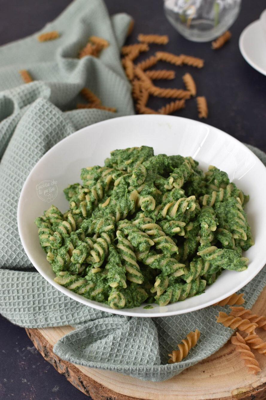 Pasta con crema di spinaci ricetta