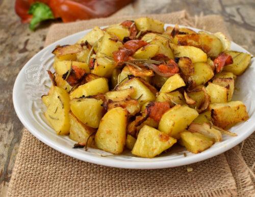 Patate con peperoni al forno