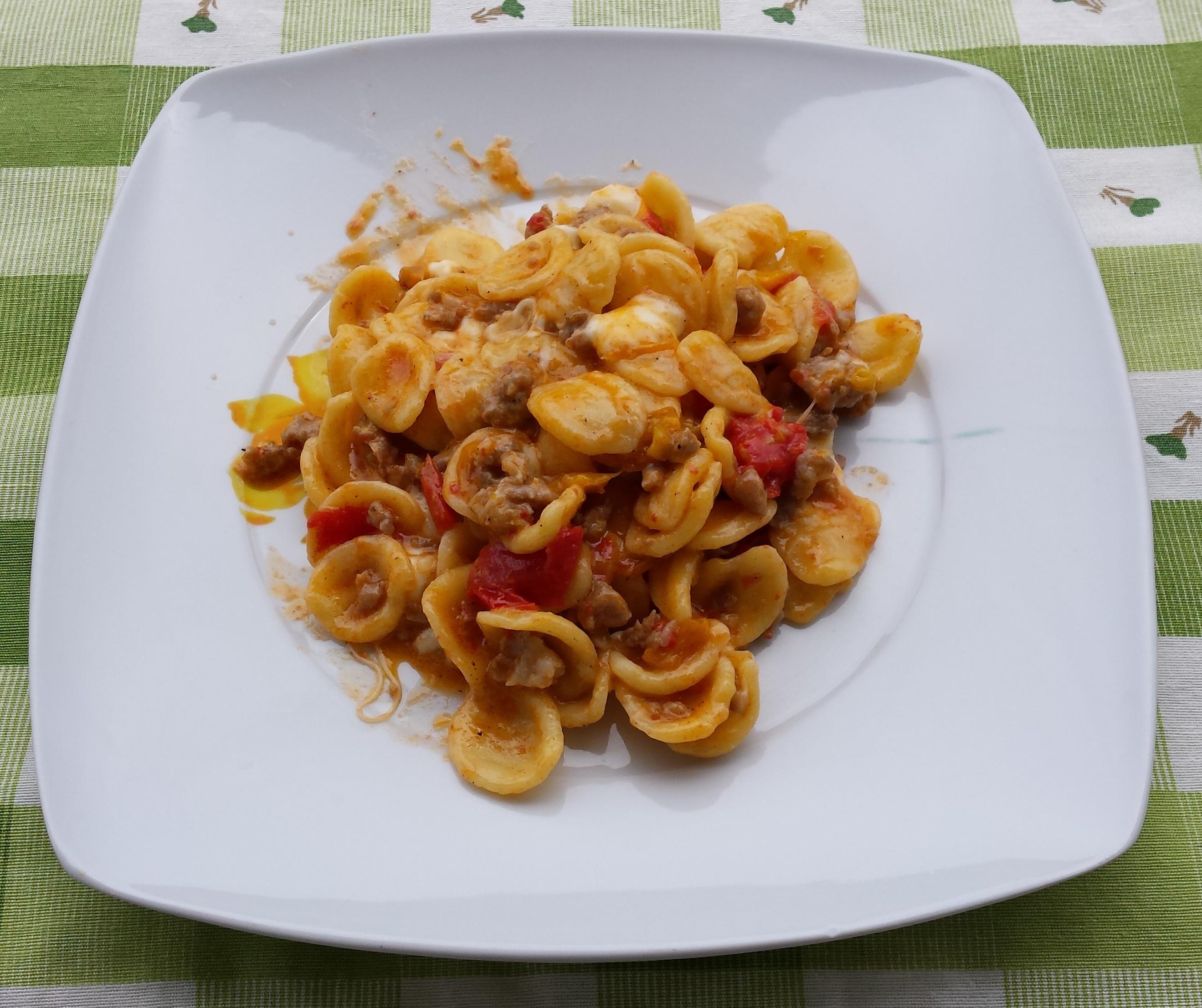 Orecchiette peperoni salsiccia e provola