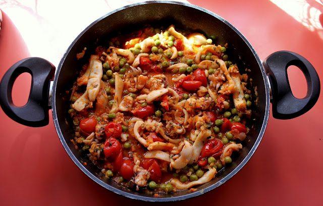 Seppie pomodoro piselli, ricetta di mare