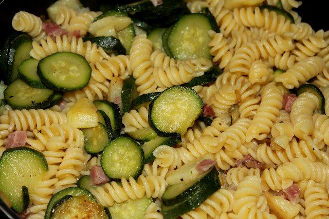 Pasta zucchine speck e patate, ricetta