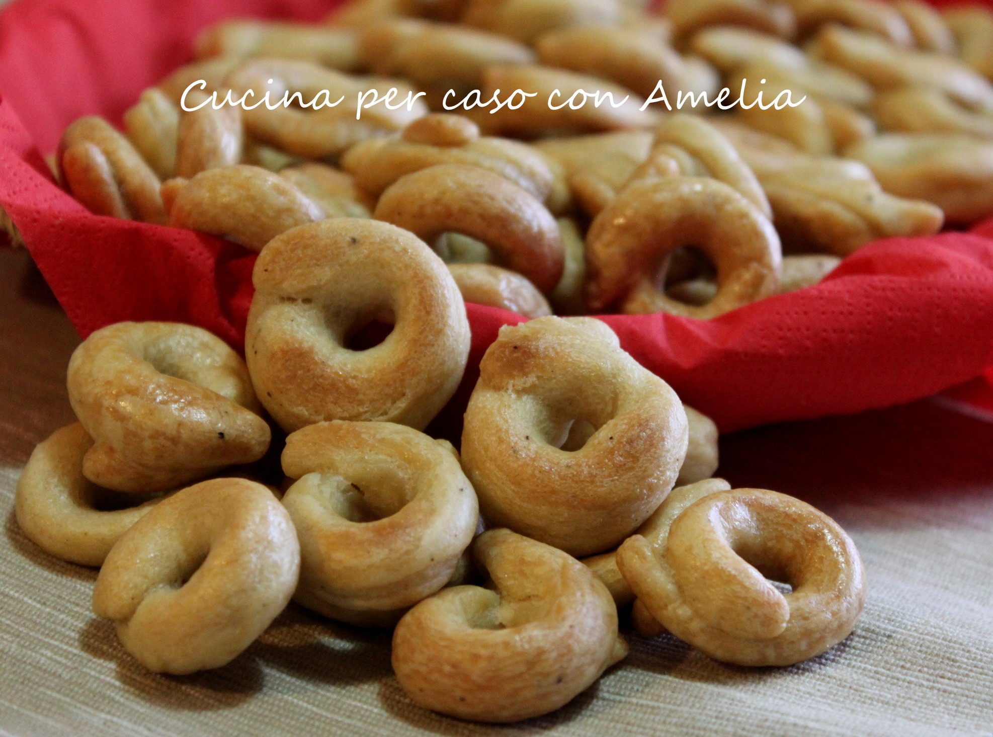 Ricetta Per Taralli Salati.Taralli Ricetta Base Cucina Per Caso Con Amelia