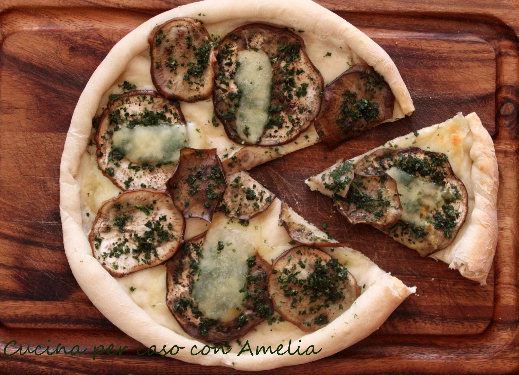 Pizza bianca alle melanzane, ricetta - Cucina per caso con Amelia