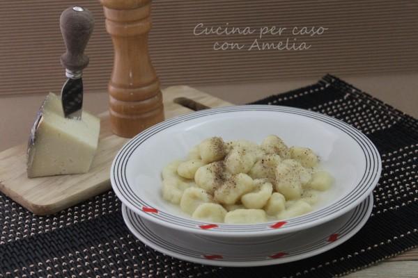 Gnocchi cacio e pepe, ricetta | Cucina per caso con Amelia