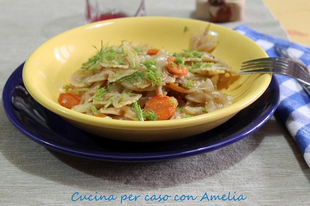 Pasta con finocchi, carota e cipolla