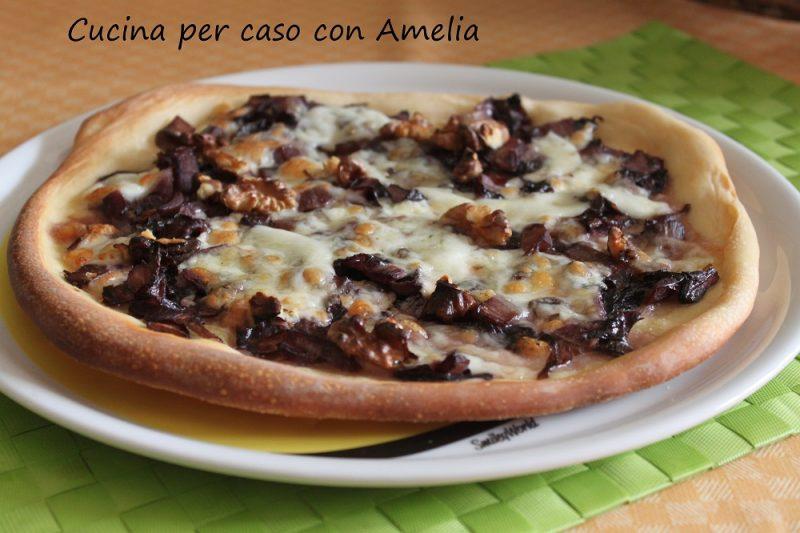 Pizza radicchio scamorza e noci
