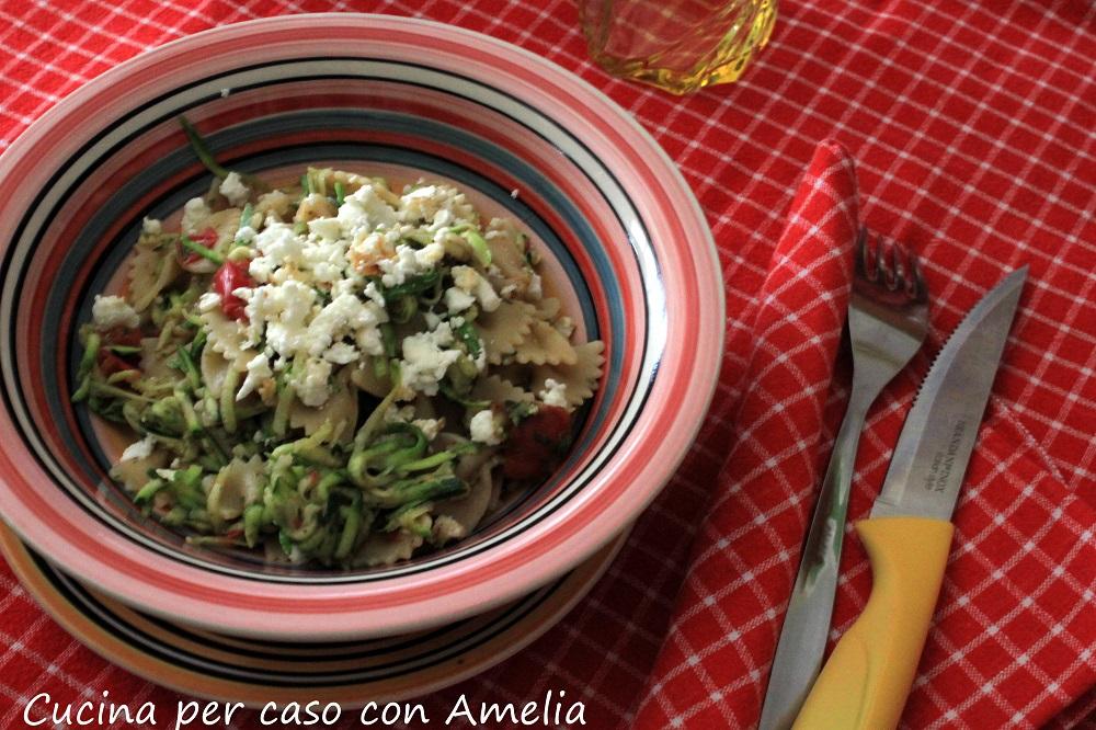 Pasta con zucchine e feta grigliata - Cucina per caso con Amelia