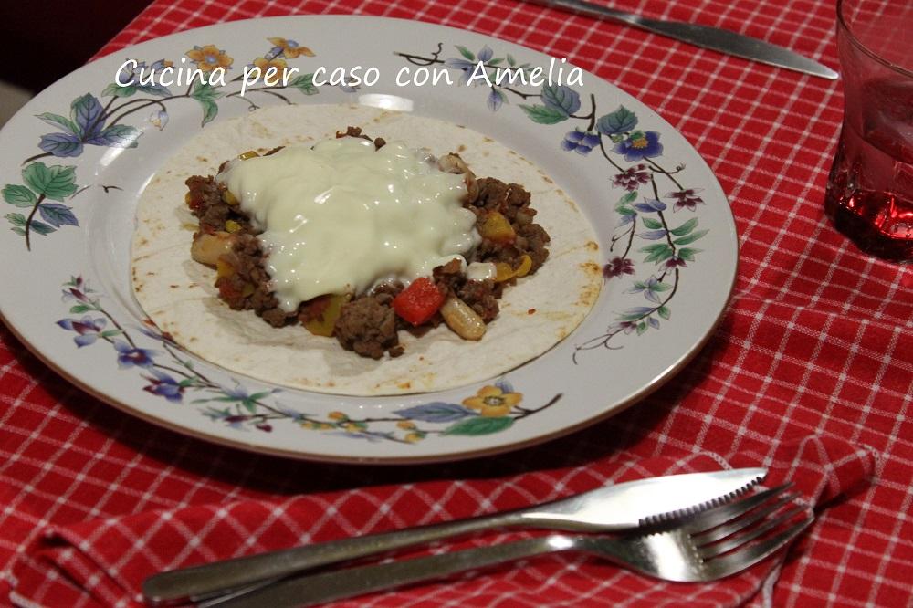 Chili di carne e formaggio con tortillas - Cucina per caso con Amelia