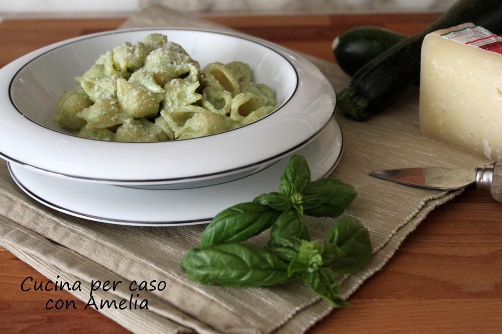 Pasta zucchine e ricotta, ricetta light - Cucina per caso con Amelia