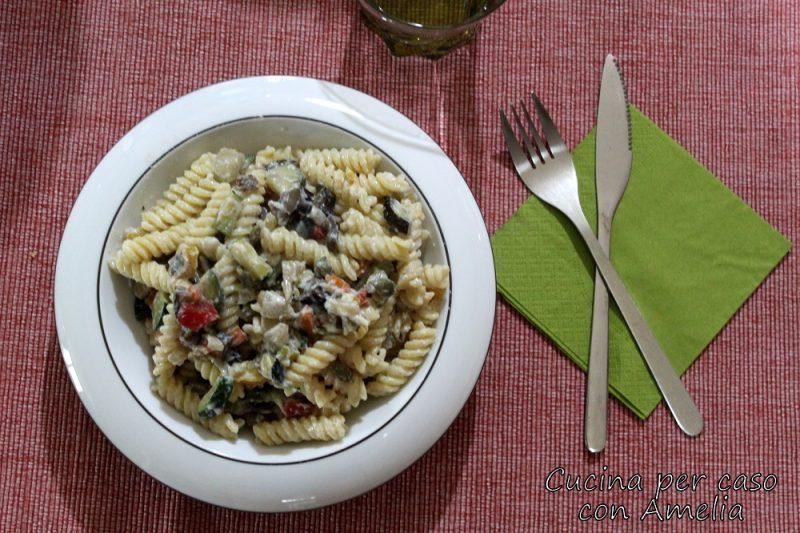 Pasta con ratatouille di verdure e ricotta