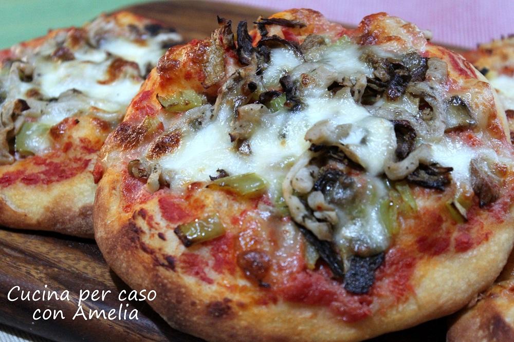 Pizzette ai funghi porcini secchi - Cucina per caso con Amelia