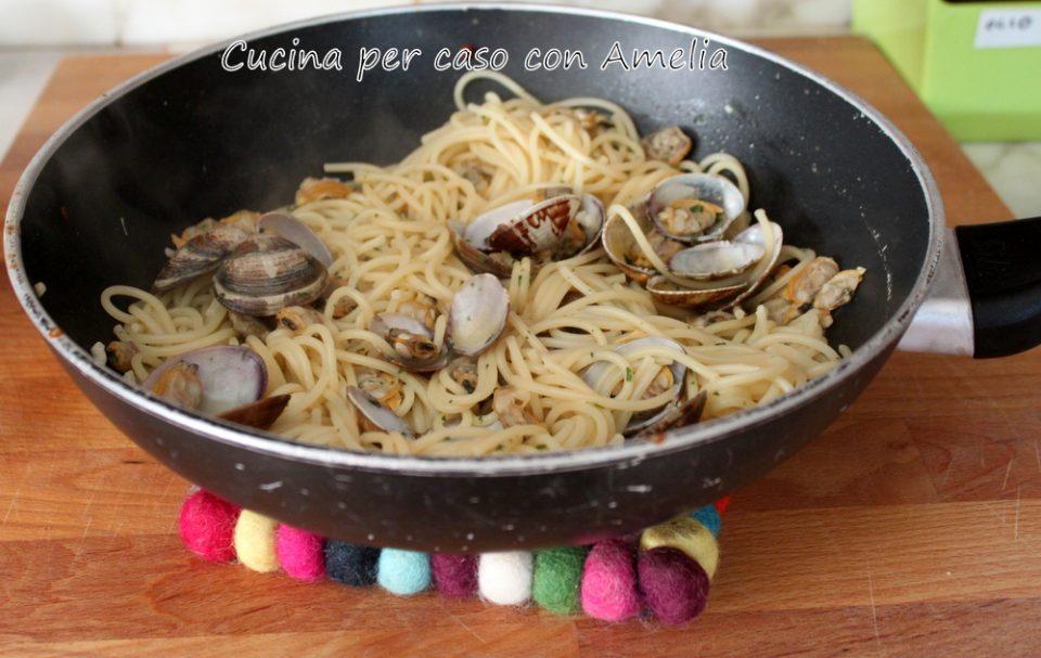 Spaghetti  alle vongole / Cucina per caso con Amelia