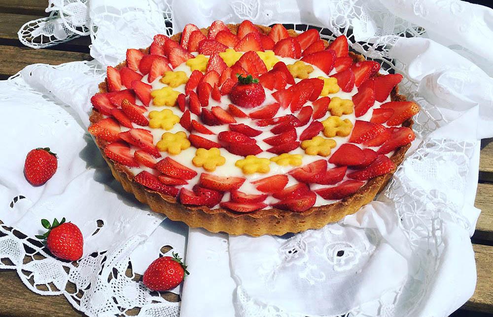 Crostata di Kamut® con crema di limoni bio e fragole