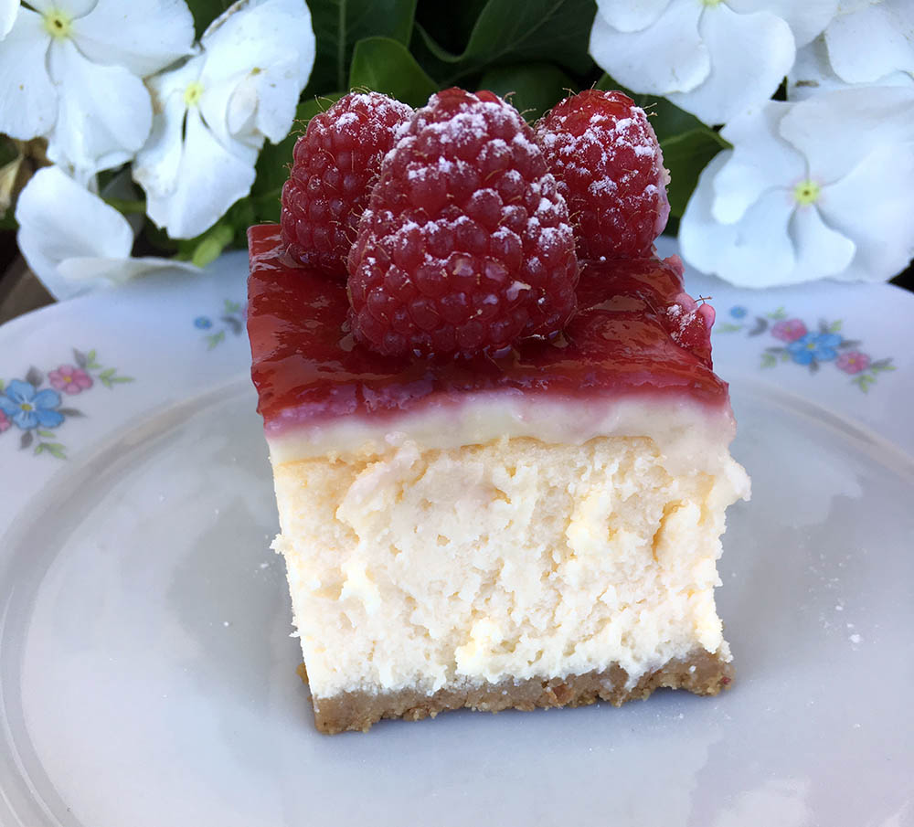 Cheesecake cotta al cioccolato bianco e lamponi
