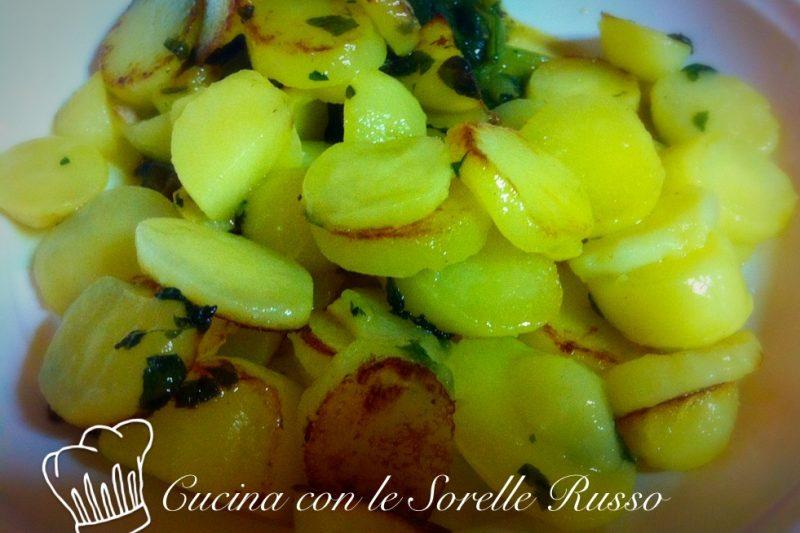Patate all'aglio, un contorno dal sapore deciso
