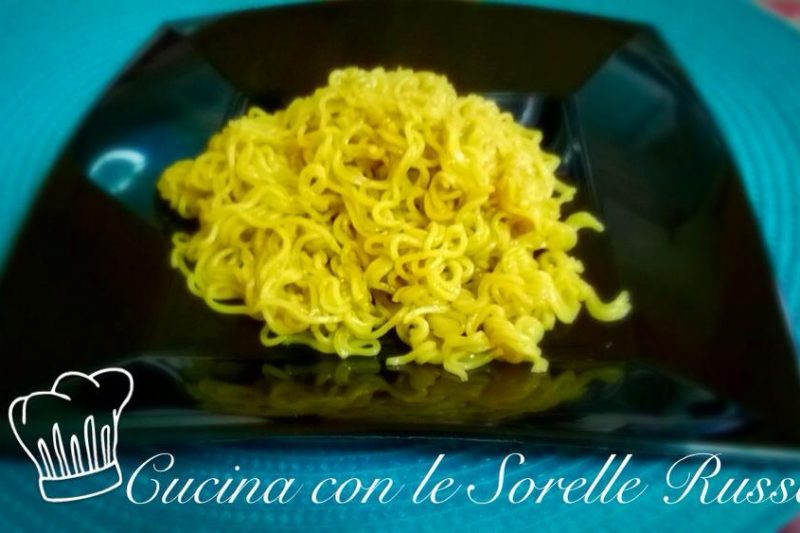 Noodles al curry, un tocco d'Oriente a tavola