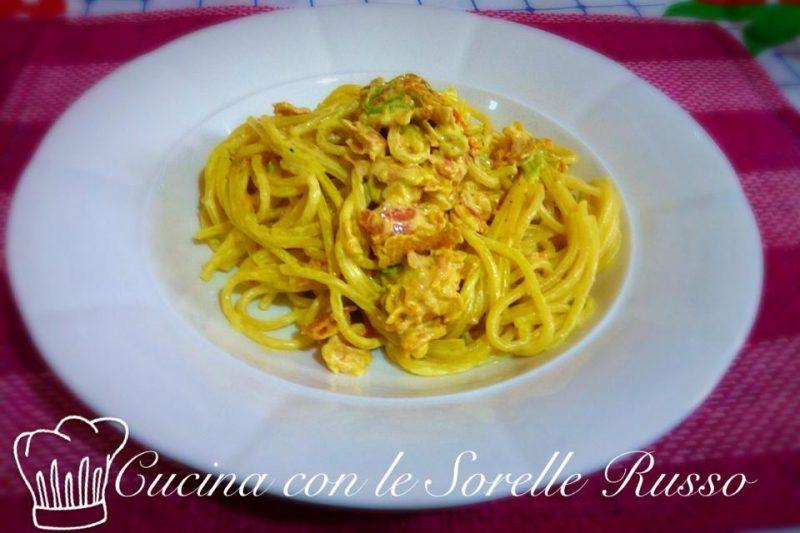 Spaghetti fiori di zucca e zafferano, la ricetta veloce