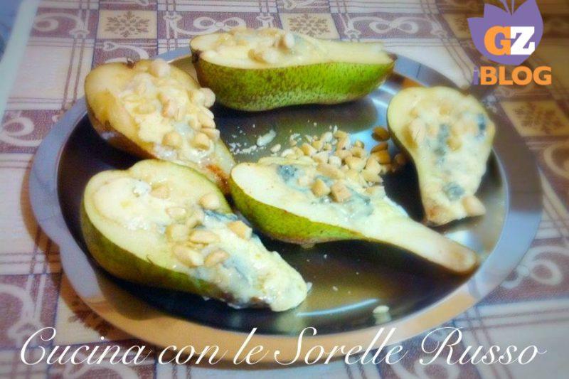 Pere alle mandorle e gorgonzola