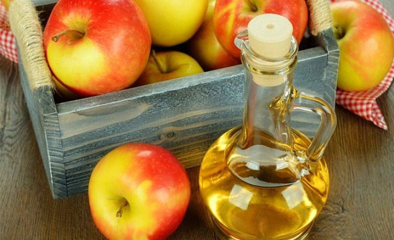 L' aceto di mele, perchè usarlo fa bene?