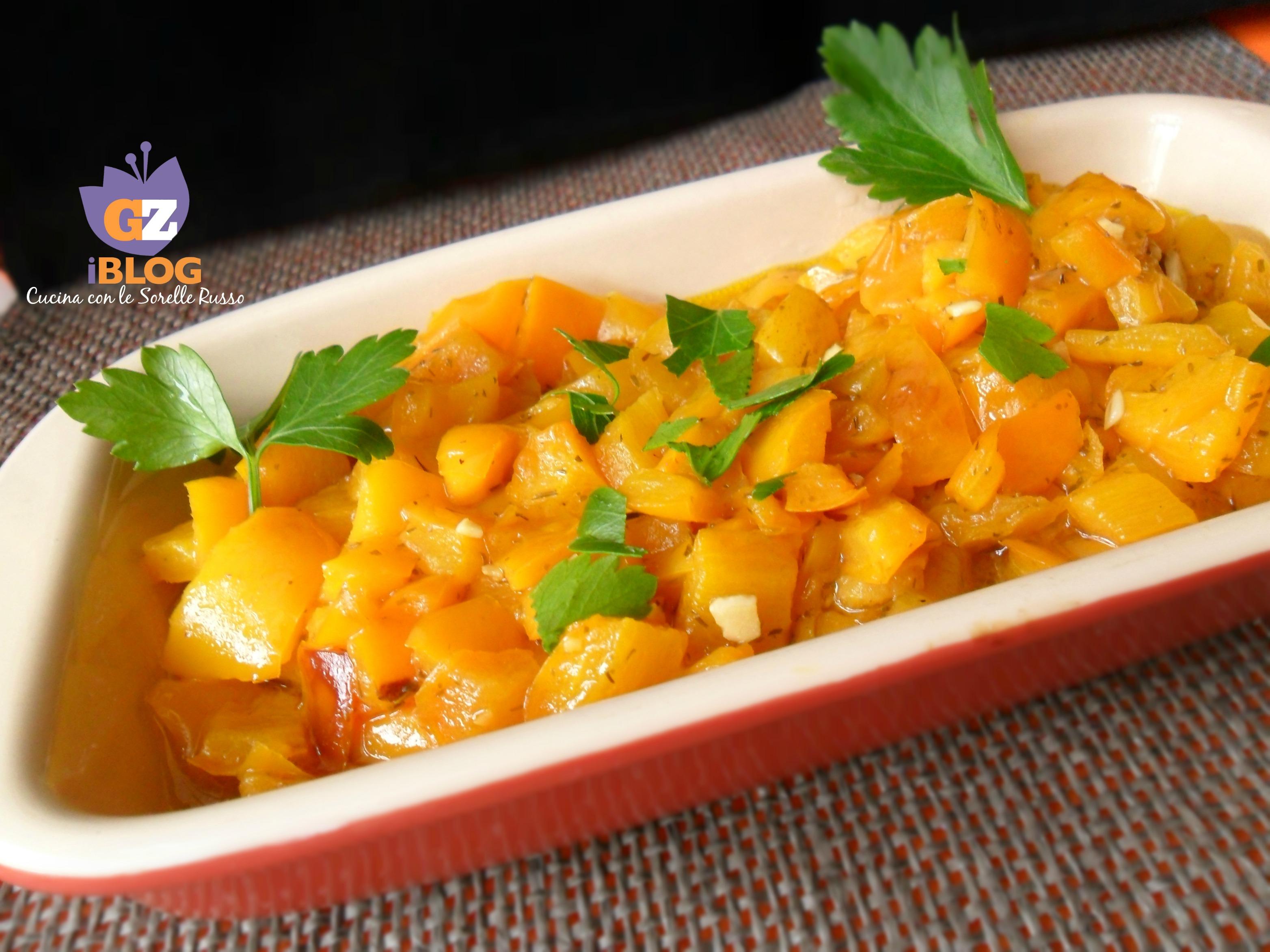 I peperoni gialli fritti all'aglio