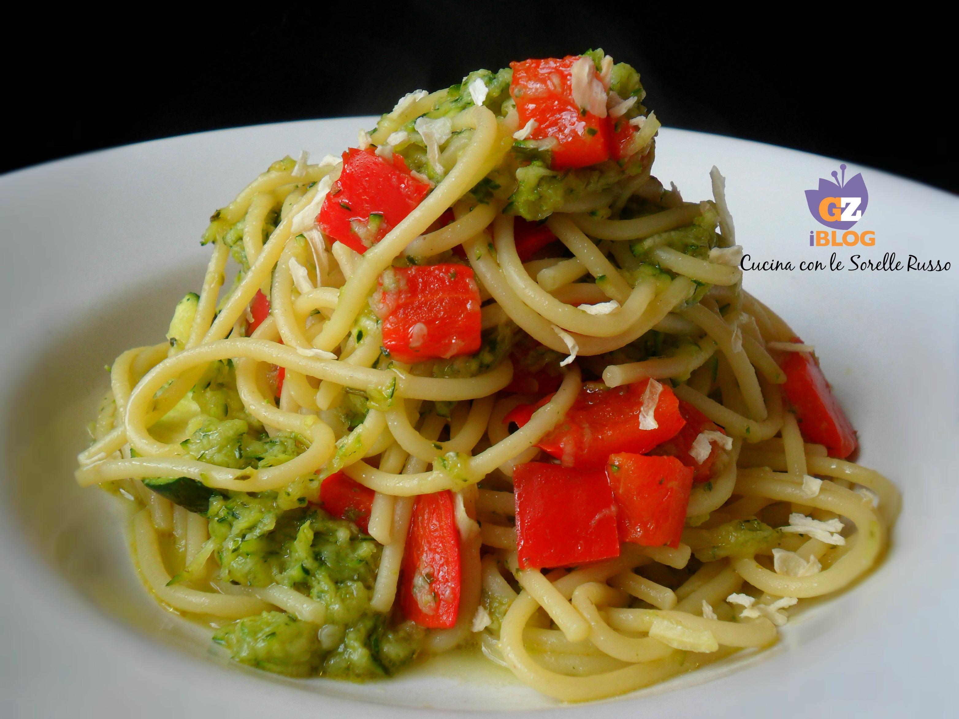 Spaghetti alla grattugia di zucchine e peperoni