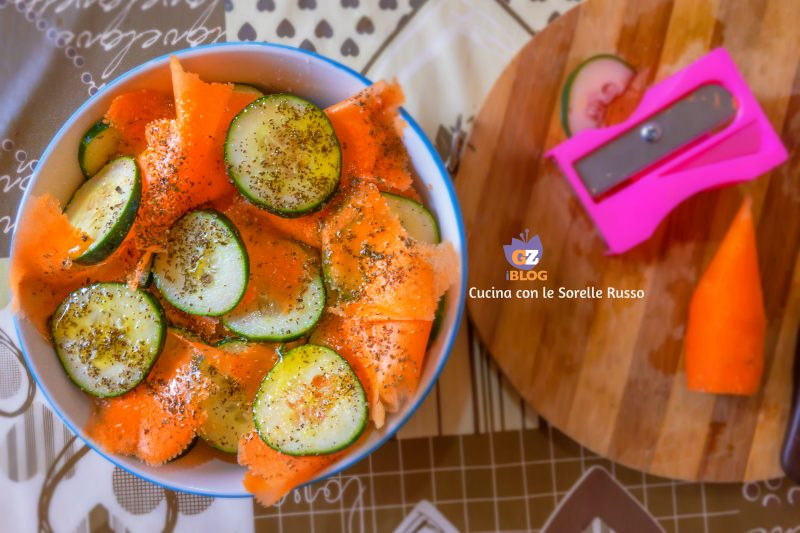 Insalata estiva di cetrioli e carote