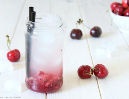 Aperitivo analcolico alle ciliegie