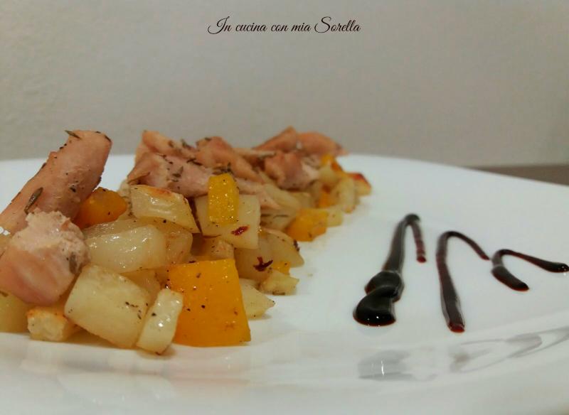 Bocconcini di pollo alle erbe con zucca e patate al forno