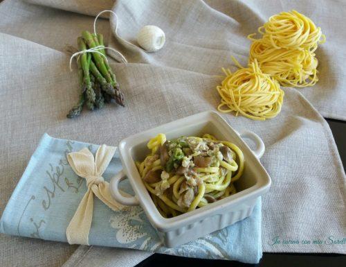 Pasta con asparagi salsiccia e funghi