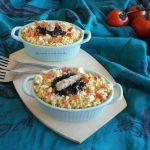 Insalata di cous cous con uova sode, sgombro e olive or