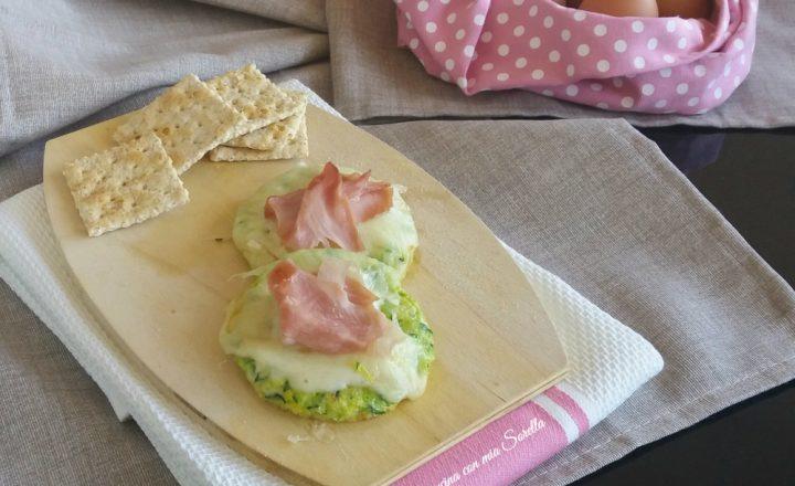 Medaglioni di frittata di zucchine con scamorza e prosciutto cotto Praga