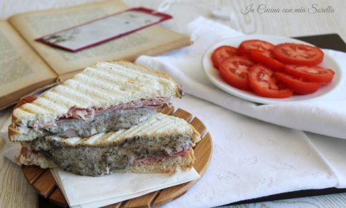 Toast al prosciutto e crema di olive