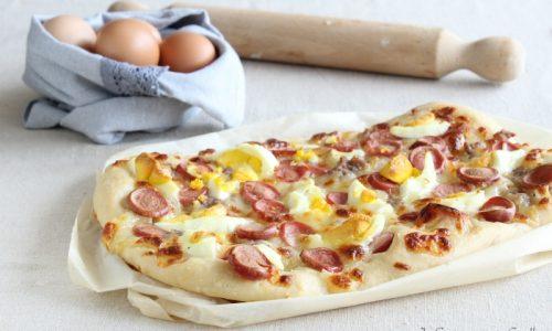 Pizza wurstel salsiccia e uova sode