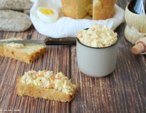 Salsa tonnata con uova sode e sottaceto