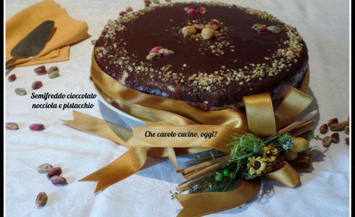 Semifreddo al cioccolato, pistacchio e nocciola su base croccante