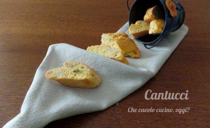 Cantucci: biscottini alle mandorle da inzuppare o mangiare così
