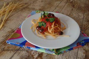 Pasta con olive e capperi
