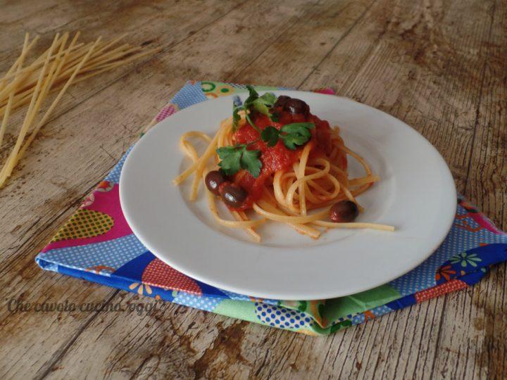 Pasta con olive e capperi: un primo piatto vegetariano, veloce ed anche economico