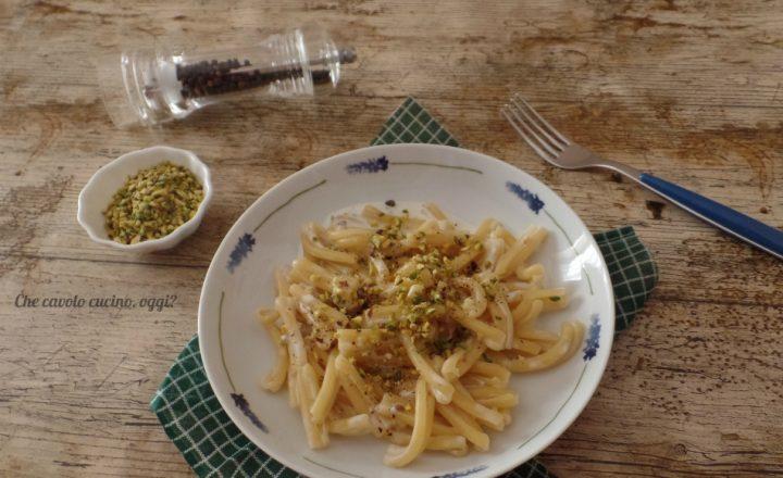 Pasta con pistacchi e formaggio