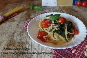 Pasta con agretti, pomodorini e pinoli tostati