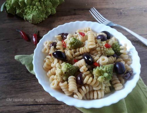 Fusilli con broccoli romaneschi e olive nere di Gaeta