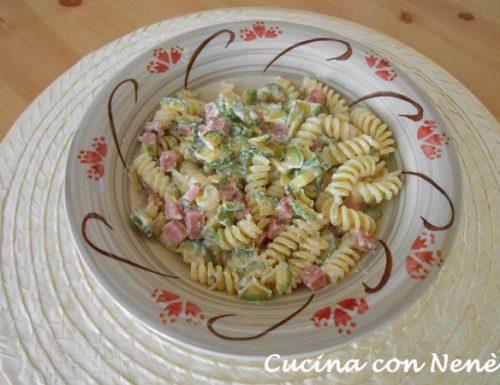 Pasta con prosciutto, zucchini e ricotta
