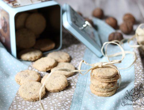 Biscotti con fiocchi di avena e noci