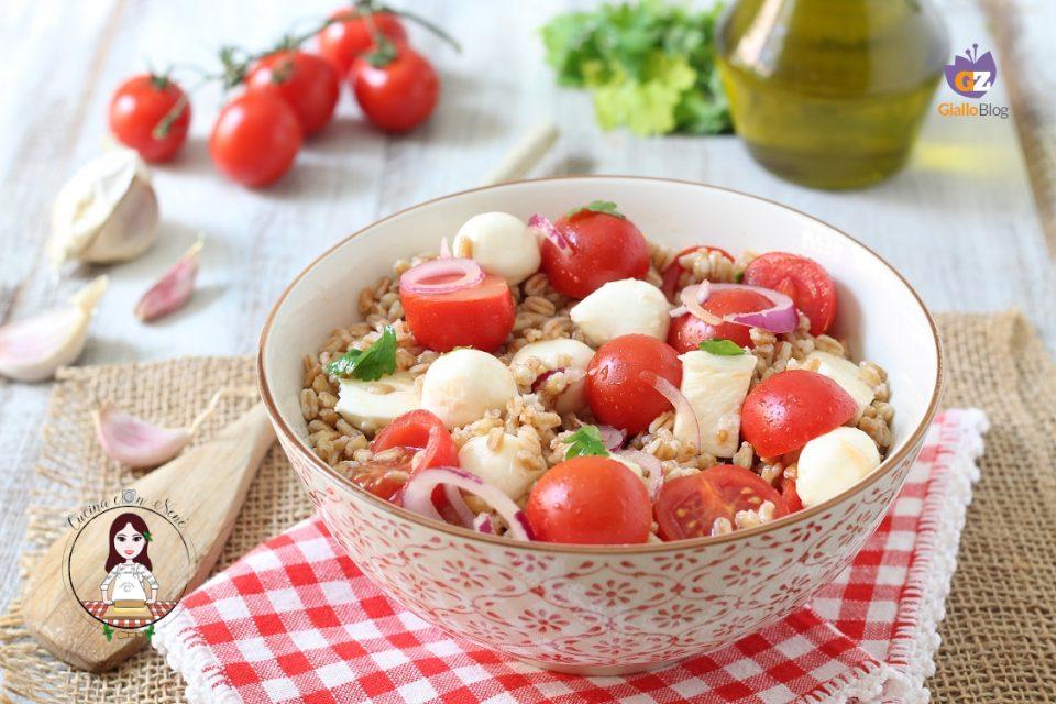 insalata di farro con pomodorini e mozzarella