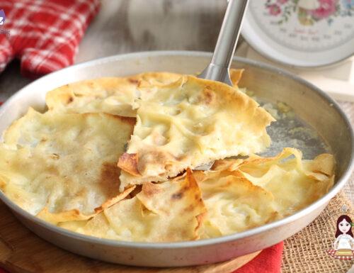 Focaccia al formaggio con pane carasau