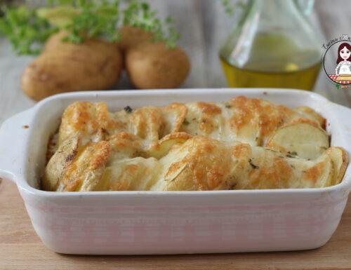 Patate e mozzarella gratinate al forno