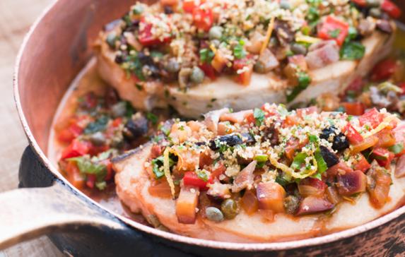 Padellata pesce spada patate peperoni melanzane erbe aromatiche