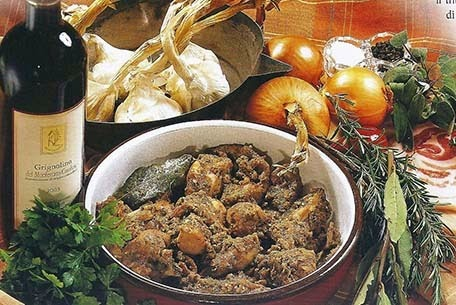 Padellata coniglio aromatizzato erbe tipica antica ricetta monferrina